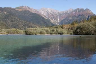 秋晴れの大正池