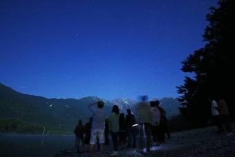星降る夜空の鑑賞会を行いました。